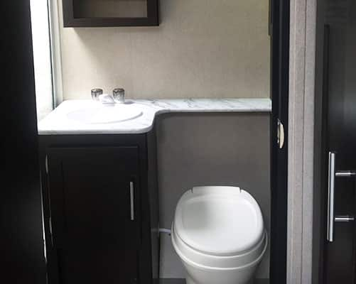 24' Travel Trailer Bathroom