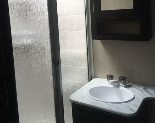 24' Travel Trailer Bath