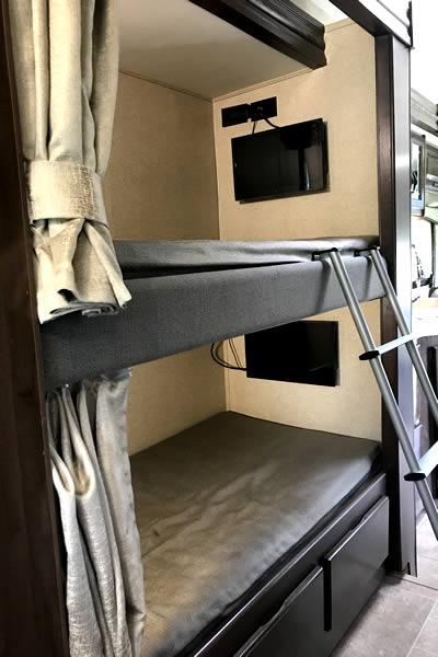 32ft-motorhome-31e-interior5